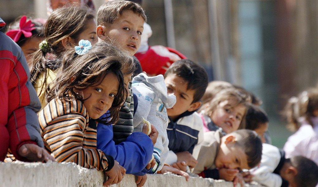 Aproximadamente 6 milhões de crianças sírias precisam de assistência urgente para sobreviver e mais 2,5 milhões estão acolhidas em países próximos e também demandam socorro imediato, de acordo com a coordenadora do Fundo das Nações Unidas para a Infância na Síria, Amam Geneviève Boutin; pedido de ajuda foi feito nesta sexta-feira 16