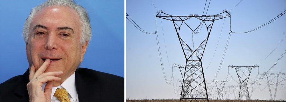 O adicional cobrado nas contas de luz dos brasileiros quando for acionada a bandeira tarifária vermelha nível 2, como acontece neste mês, passará a ser de 5 reais a cada 100 kilowatts-hora consumidos, ante 3,50 reais atualmente, decidiu a diretoria da Agência Nacional de Energia Elétrica (Aneel) nesta terça-feira