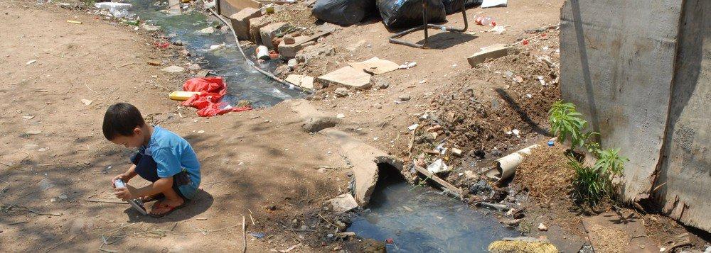 O governo de Michel Temer cortou em 69% os investimentos em saneamento básico neste primeiro semestre na comparação com o meso período do ano passado de acordo com dados oficiais; o montante para esta área caiu de R$ 900 milhões para R$ 279,6 milhões
