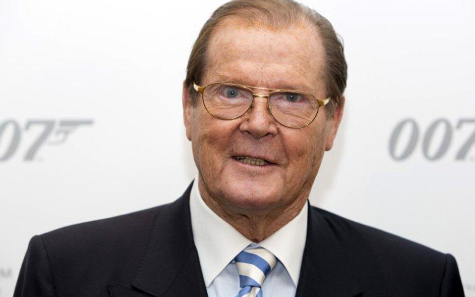 O ator britânico Roger Moore, que ficou conhecido internacionalmente por interpretar o agente secreto James Bond, morreu nesta terça-feira, aos 89 anos, informou sua família na conta oficial do ator no Twitter; os 12 anos de Moore como James Bond o tornaram milionário, assim como em um destruidor de corações por todo mundo