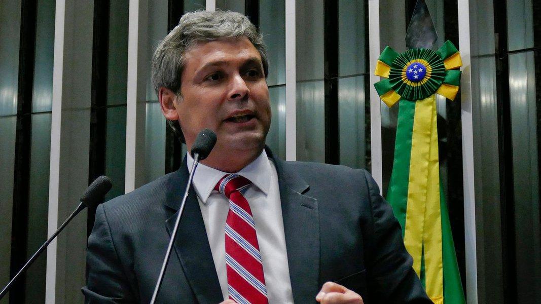 """""""Disseram que depois do Palocci acabou. Que era o fim, a pá de cal [na campanha de Lula]. E ele sobe cinco pontos"""", diz Lindbergh Farias em vídeo comentando a liderança de Lula no Datafolha"""