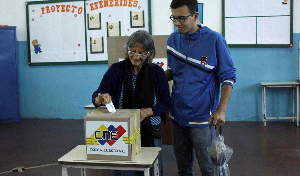 """Governos do chamado Grupo de Lima, formado por 12 países da América, incluindo o Brasil, divulgaram nesta terça-feira (17) um comunicado pedindo a realização de auditoria na eleição da Venezuela, ocorrida no último domingo (15). segundo o grupo, a auditoria deve ser acompanhada por observadores internacionais, """"a fim de esclarecer a controvérsia sobre os resultados da eleição e conhecer o verdadeiro pronunciamento do povo venezuelano"""""""