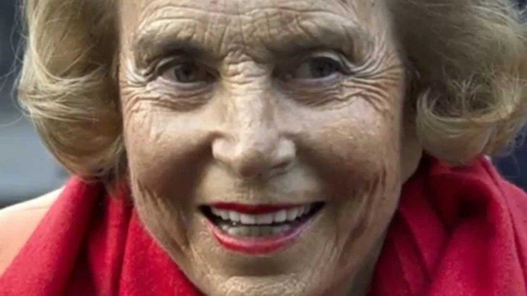 A francesa Liliane Bettencourt, herdeira da multinacional de cosméticos L'Oréal, morreu na madrugada desta quinta-feira (21) em Paris; com fortuna avaliada em US$ 40 bilhões, Liliane era a 14a pessoa mais rica do mundo