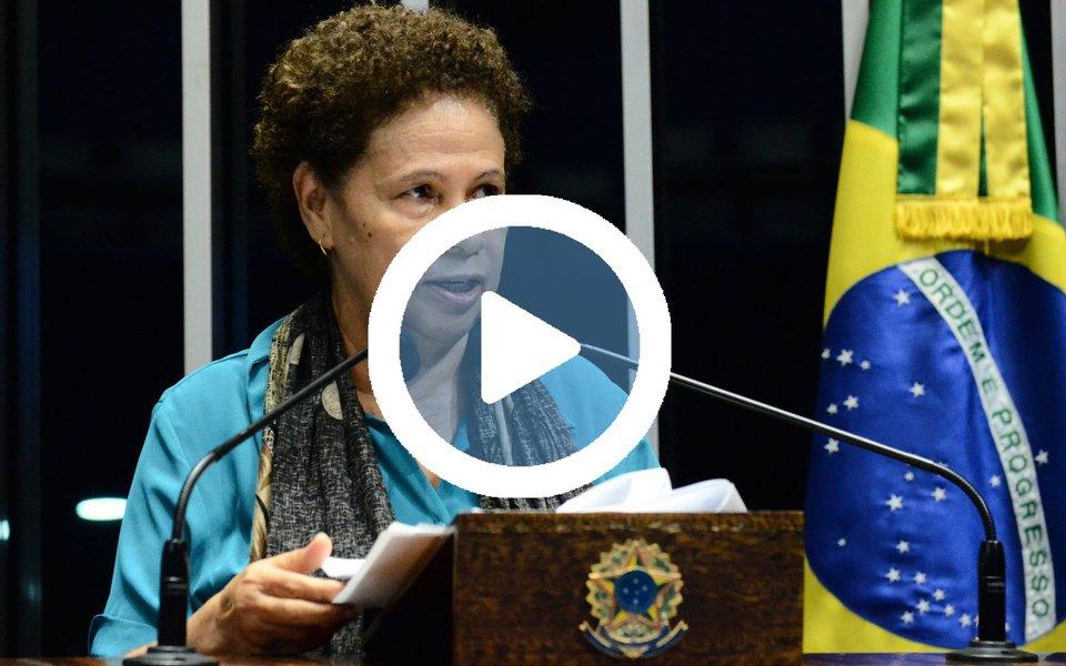 """A senadora Regina Sousa, do PT do Piauí, fez um discurso emocionado contra o racismo e o preconceito na tribuna e contou ter sido derrotada na Justiça do Distrito Federal em uma ação que pedia que o Youtube retirasse o vídeo da blogueira Joice Hasselmann, que disparou xingamentos como """"anta"""" e """"analfabeta"""" contra a parlamentar; """"Foi unanimidade, eu fico pensando o que passa na cabeça de um colegiado para achar que é normal algo assim. Ela me chamou de coisas terríveis"""", lamentou a senadora; assista"""