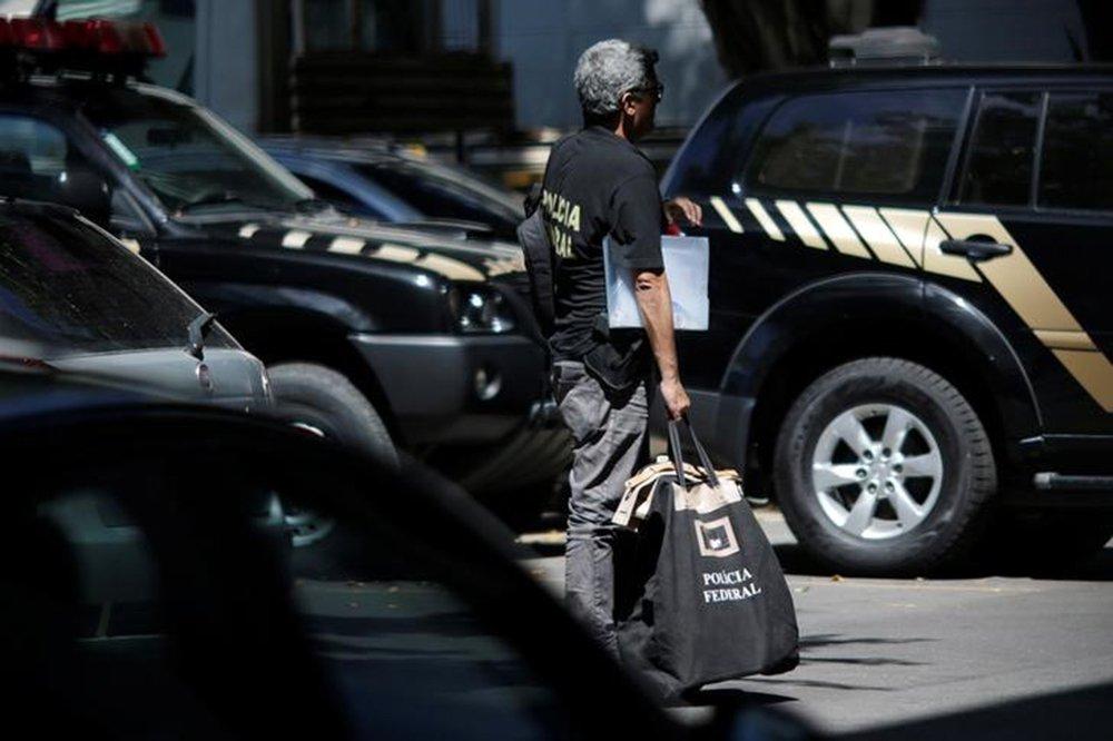 Agente da Polícia Federal durante uma operação no Rio de Janeiro. 26/01/2017 REUTERS/Ueslei Marcelino