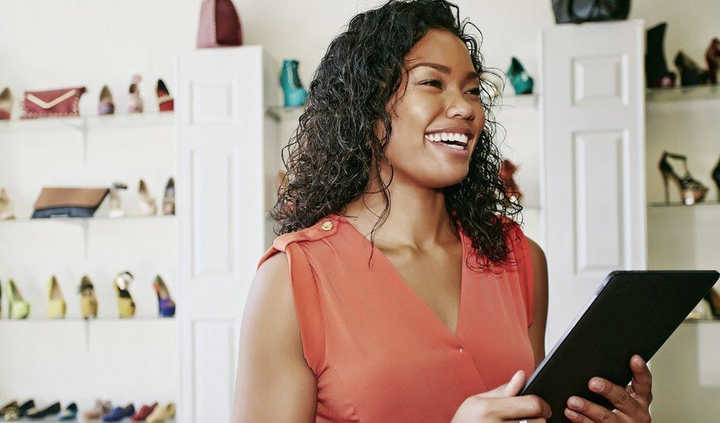 Entre os dias 6 e 8 de outubro, em Santa Catarina, acontecerá a segunda edição do Startup Weekend Women, um final de semana para estimular empreendedoras, designers e desenvolvedoras de software a compartilhar ideias, formar equipes e criar startups; o evento começa na sexta à noite, com o palco aberto para compartilhamento de ideias e formação de equipes; durante o sábado e domingo, os times buscam um modelo de negócio e um produto mínimo viável utilizando metodologias e ferramentas como Lean Startup, Business Model Generation e Desenvolvimento de Clientes