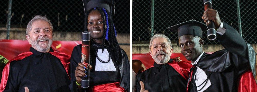 """A professora Celi Taffarel, do Departamento de Educação da Universidade Federal da Bahia (UFBA), afirmou sentira dor dos povos escravizados na África e conduzidos coercitivamente para as Américas para executarem trabalhos forçados; """"Sinto em mim o ódio das elites, da burguesia, dos capitalistas, dos imperialistas, que agora no Brasil, estão agindo de maneira brutal destruindo a soberania brasileira, retirando direitos e conquistas históricas dos trabalhadores, destruindo possibilidades mínimas de manutenção da vida com dignidade""""; """"Lula presidente com constituinte para realizar reformas necessárias para garantir as reivndicações dos trabalhadores"""""""