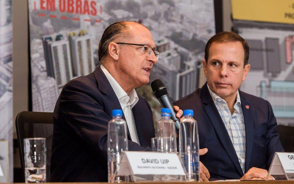 Com o triplo das intenções de voto do que seu padrinho Geraldo Alckmin, o prefeito João Doria fará tudo para traí-lo, tomando de assalto o comando tucano; segundo levantamento divulgado nesta quarta-feira, 16, pelo instituto DataPoder360, Alckmin aparece em terceiro lugar, com apenas 4%; no cenário com Doria, o prefeito midiático recebe 12% de intenções; ambos atrás do deputado Jair Bolsonaro e do ex-presidente Lula, que segue na liderança com 32%, numa subida de seis pontos; nesta semana, ele, que praticamente abandonou a gestão em São Paulo, cheia de buracos de rua, deve intensificar sua campanha presidencial