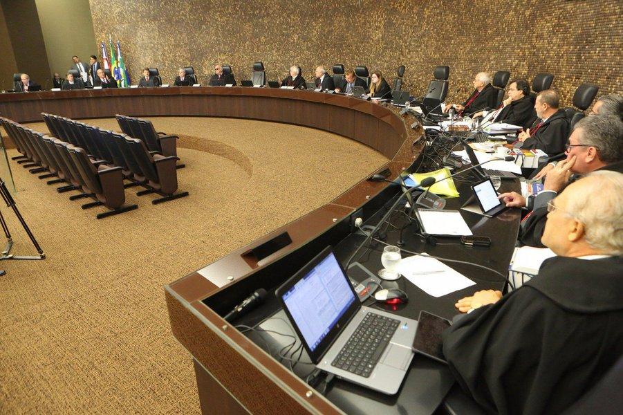 Balanço divulgado pelo Conselho Nacional de Justiça (CNJ) mostra que a despesa média do poder público com um magistrado no Brasil é de R$ 47,7 mil por mês; em Alagoas os dados mostram que um juiz custa, em média, R$ 25 mil, sendo o segundo menor gasto do País, perdendo para o Tribunal de Justiça do Piauí (TJ/PI), onde um magistrado custa R$ 23,3 mil