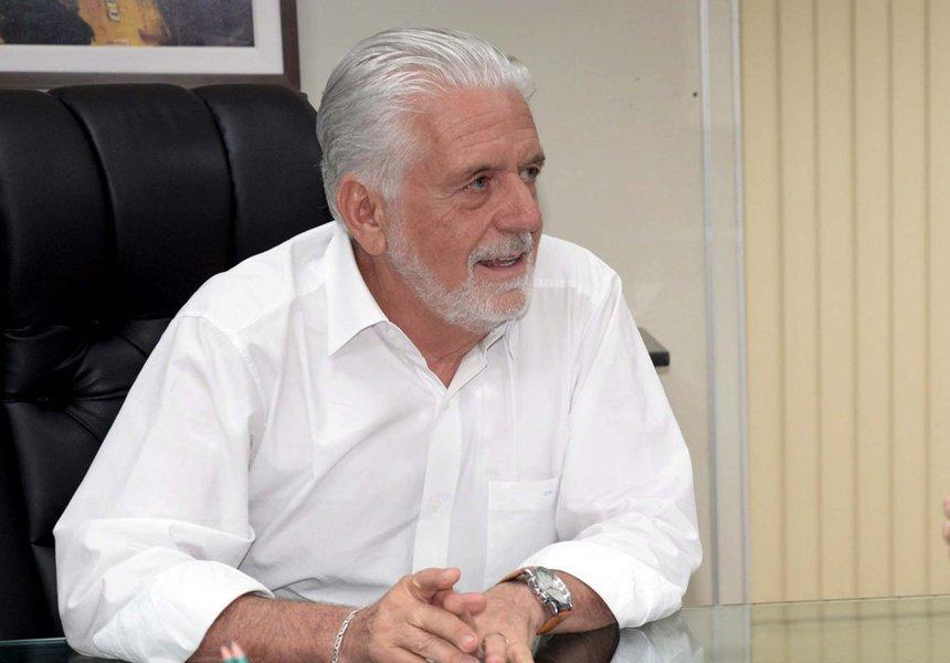"""""""Chance zero"""", diz o secretário de Desenvolvimento Econômico do Estado, Jaques Wagner, sobre a possibilidade de ele ser candidato a governador em 2018; movimento 'volta Wagner', se existe por parte de alguém, não vai prosperar, segundo o presidente do PT na Bahia, Everaldo Anunciação; além de negar qualquer possibilidade de o governador Rui Costa não ser candidato à reeleição, ele tem """"certeza"""" de que a suposta movimentação foi """"plantada"""" por alguém da base do prefeito ACM Neto; """"Não existe nenhum entendimento dentro do PT nem dentro dos partidos aliados que não seja a candidatura de Rui Costa. Isso aí com certeza é coisa que alguém pensou enquanto passava na porta do Palácio Thomé de Souza (sede da prefeitura de Salvador). Isso deve ter partido do lado de lá"""", diz Everaldo"""