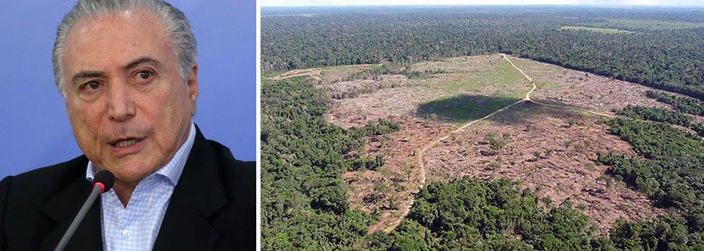 """Michel Temer vetou a medida provisória que reduzia o nível de proteção de parte da Floresta Nacional (Flona) do Jamanxim, no Pará; para o professor do Departamento de Geografia da USP, Wagner Ribeiro, a ação de Temer """"não passa de jogo dele cena"""". """"Ele está em viagem para a Noruega – país que mais investe no Fundo Amazônia – e ficaria muito ruim para ele não vetar a medida"""", destacou; proposta vetada por Temer teria como consequência imediata, legalizar grileiros e posseiros da região; após o veto, ministro do Meio Ambiente, Sarney Filho, anunciou que o Temer enviará em """"urgência constitucional"""" um projeto de lei com o teor da proposta original, reduzindo o nível proteção de 300 mil hectares da floresta"""