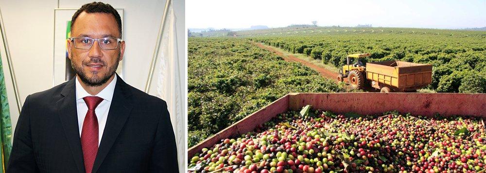 """Continuar o mapeamento da produção cafeeira em que Minas Gerais, projeto pioneiro do estado; essa é uma das principais missões dosecretário de Agricultura, Pedro Leitão, há quatro meses na pasta; """"No café, estamos entregando até o ano que vem o mapeamento de todo o parque cafeeiro de Minas Gerais, via satélite e por terra. É uma informação preciosa. Vamos ser o primeiro Estado do país a ter 100% de seu parque cafeeiro mapeado, inclusive com informações de qualidade de safra. Isso nos traz uma previsibilidade e um insumo muito importante para se fazer uma política pública adequada. Inclusive para o produtor não ficar na mão de especuladores, para saber se a safra do ano será maior ou menor"""""""