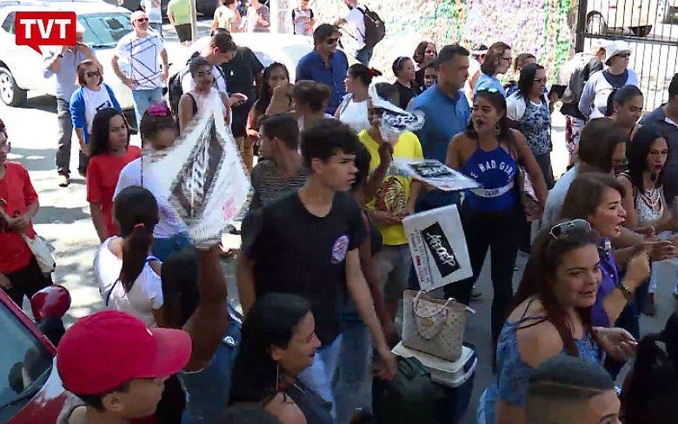 Jovens fazem protesto em Santos e preparam nova onda de ocupações, caso Alckmin mantenha a intenção de fechar unidades escolares em Santos e Guarujá em 2018