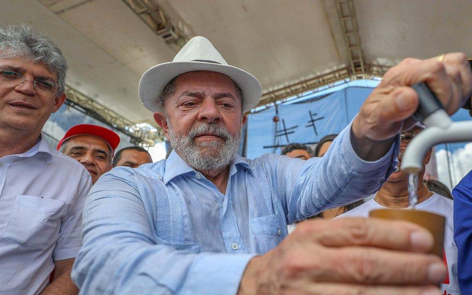 Ex-presidente comemorou o fim do racionamento que durava mais de dois anos, e disse que os governos anteriores não combatiam a falta d'água no Nordeste, pois só conheciam a seca pelos jornais; leia reportagem da Rede Brasil Atual