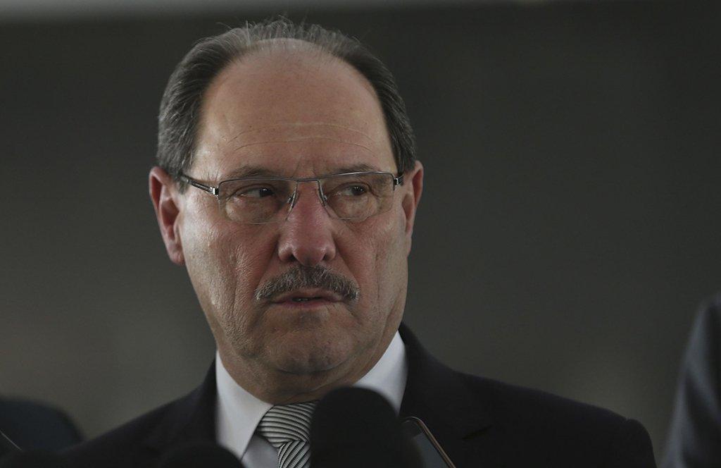 Brasília - Governador do Rio Grande do Sul, José Ivo Sartori, dá entrevista após audiência com o Presidente interino Michel Temer (Elza Fiuza/ Agência Brasil)