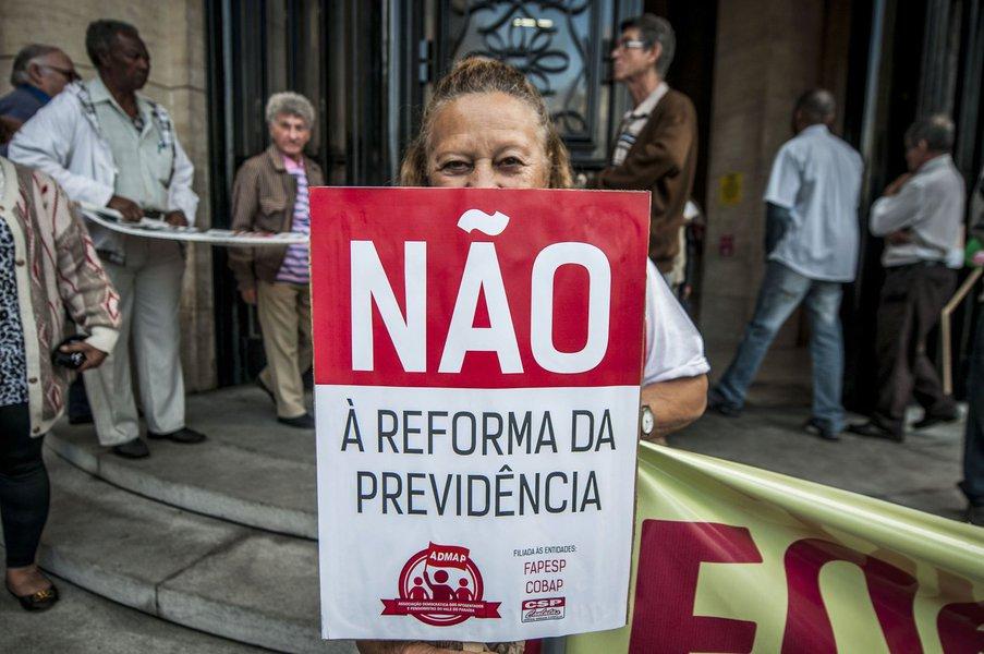 """Jornalista Luis Nassif destaca que falhou a retórica do governo de Michel Temer, de que se as medidas não forem aprovadas, o Brasil jamais sairá da crise; """"Oresultado desse exagero foi que caiu a ficha de parte relevante da classe média, incluindo aí procuradores, magistrados, policiais"""", afirma; """"Toda essa esbórnia de Temer é endossada pela mídia e por setores de mercado que julgam que a ampliação da corrupção é um preço a se pagar para se conquistar as reformas draconianas"""""""