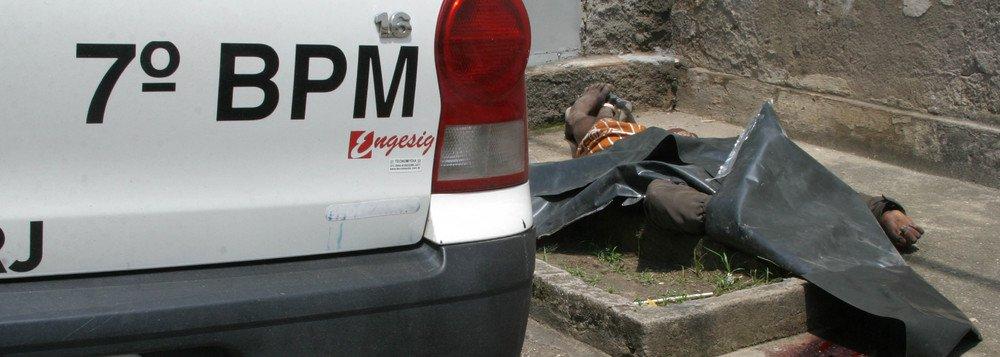 A Polícia Civil do Rio de Janeiro registrou 239 latrocínios (roubo seguido de morte) em 2016, o que representa um aumento de 80% em relação a 2015, quando foram contabilizados 133 crime desse tipo. Dados trimestrais apontam um crescimento de 112% entre novembro de 2016 e janeiro de 2017; se for considerado apenas janeiro, com25 registros, foi o maior neste mês desde 2003, último ano em que os dados estatísticos estaduais estão disponíveis mensalmente; um dos casos de latrocínio foi o de Jussan Rodrigues Lima, 27, motorista da Uber; desde o começo do ano, pelo menos quatro outros motoristas da empresa e uma passageira foram mortos, segundo o UOL, o que levanta o debate sobre a segurança desses motoristas
