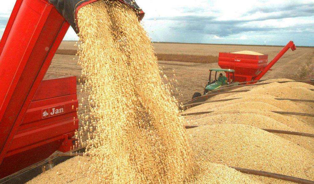 Devem ser colhidas 224,2 milhões de toneladas de cereais, leguminosas e oleaginosas, sendo 93% de soja, milho e arroz, segundo estimativa divulgada nesta quinta-feira, 9, pelo IBGE; previsão de produção para 2017, calculada em fevereiro, variou positivamente 1,3% em relação ao número de janeiro, que já apontava crescimento