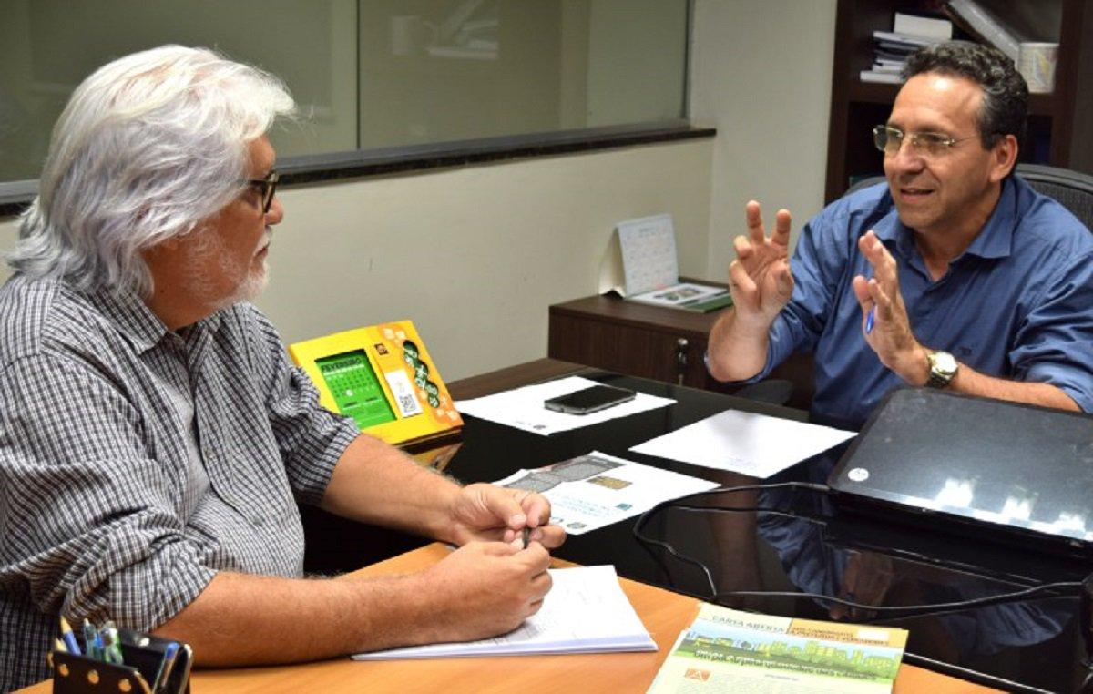 O Conselho de Arquitetura e Urbanismo do Ceará (CAU-CE) e o Sebrae-Ce devem assinar amanhã (15) um Termo de Parceria para estimular o empreendedorismo na área de arquitetura. O acordo será assinado pelo superintendente do Sebrae-CE, Joaquim Cartaxo, e pelo presidente do CAU-CE, Odilo Almeida.Como uma das primeiras ações do acordo, o superintendente fará uma palestra, também nesta quarta-feira, a partir das 18h30, no auditório do Sebrae, sobre design, arquitetura e sustentabilidade para os profissionais de arquitetura e urbanismo do estado