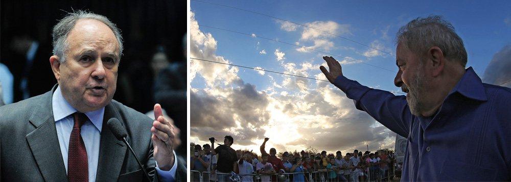 """Defensor arrependido do golpe que depôs a presidente Dilma Rousseff no ano passado, o senador Cristovam Buarque (PPS-DF) reconheceu nesta sexta-feira, 10, que o ex-presidente Luiz Inácio Lula da Silva foi o grande responsável por retirar do papel a obra de transposição do rio São Francisco; Cristovam disse que Michel Temer deveria ter convidado Lula para a inauguração do trecho da obra que ocorreu nesta sexta na Paraíba; """"Eu acho que o presidente Temer devia ter convidado Lula [para a inauguração]. Ele fez referências a presidentes que levaram o o projeto desde o início genericamente, mas o Lula foi o principal"""", afirmou"""