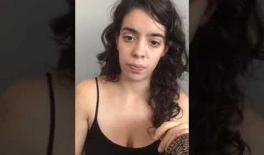"""A estudante de direitoe suplente de vereador, Maira Machado Frota Pinheiro (PT), 26 anos, que deve ser alvo da primeira multa por pichar muros na cidade de São Paulo, divulgou um vídeo em que revela ameaças feitas no momento de sua prisão; Maira foi detida na madrugada de sábado, 4, por agentes da Guarda Civil Metropolitana (GCM); """"na delegacia, disseram que iam acabar com a minha vida, mas com termos mais chulos""""; diz ela, que afirma ter sido usada como uma """"cortina de fumaça"""" para esconder a política higienista de João Doria, que criminaliza a juventude"""