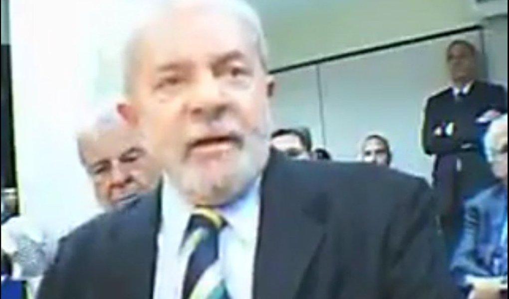 """No depoimento em que prestou à Justiça Federal em Brasília, o ex-presidente Lula criticou insinuações sobre o Partido dos Trabalhadores, tratando a legenda como uma organização criminosa; """"Me ofende profundamente. Porque é o mais importante partido criado neste país, criado e dirigido pelos trabalhadores, e que fez neste país o que ninguém nunca fez. E combater a corrupção não é virtude, é uma obrigação moral e ética"""", disse; Lula falou sobre os avanços no combate à corrupção, com o fortalecimento institucional do próprio Ministério Público Federal, da Polícia Federal, além da criação e implantação da Controladoria Geral da União (CGU)"""
