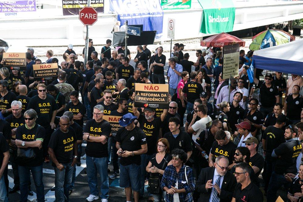 15/03/2017 - PORTO ALEGRE, RS -Manifestação da Ugeirm em frente ao Piratini. Foto: Maia Rubim/Sul21