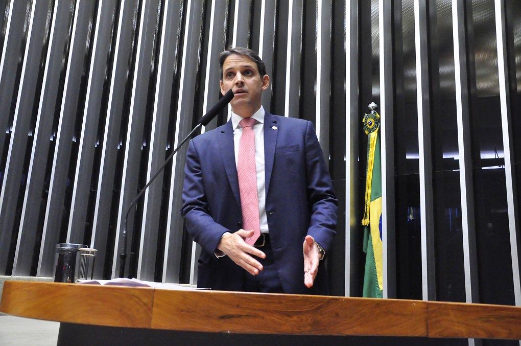 """Para o deputado federal Thiago Peixoto (PSD-GO), acabar com os incentivos fiscais de uma só vez iria gerar milhões de desempregados no Brasil; somente em Goiás são mais de 500 mil pessoas empregadas em empresas incentivadas; o parlamentar usou a tribuna da Câmara dos Deputados essa semana para cobrar que o Congresso coloque o assunto em pauta de forma urgente; """"Precisamos dar segurança jurídica a essa política"""", destacou; Thiago elogiou a atuação do governador Marconi Perillo, que se articulou junto ao colega de São Paulo, o também tucano Geraldo Alckmin, para pedir que o Supremo Tribunal Federal (STF) retirasse de pauta ação que poderia colocar fim aos incentivos em Goiás"""