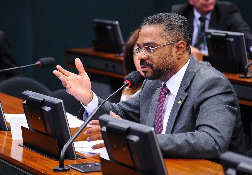 Por uma negociação de campanha, o presidente da Casa, Rodrigo Maia (DEM-RJ), deve indicar para o comando da Secom (Secretaria de Comunicação) o deputado Márcio Marinho (PRB-BA), pastor licenciado da Universal