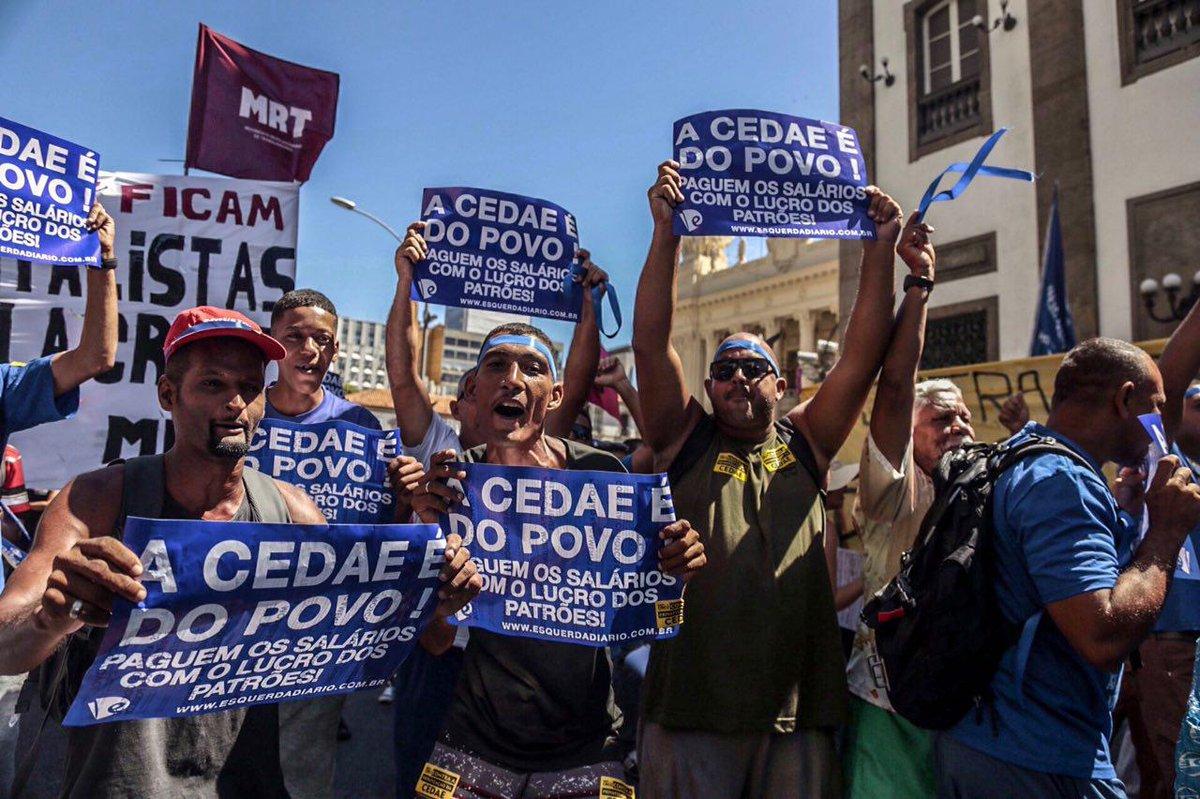 Movimento Unificado dos Servidores Públicos Estaduais (Muspe) realiza mais uma manifestação nesta terça-feira 14 em frente à Assembleia Legislativa do Estado do Rio de Janeiro (Alerj) contrária à privatização da Companhia Estadual de Águas e Esgoto (Cedae); apesar de a votação do projeto de lei que privatiza a Cedae ter sido adiada, o protesto foi mantido