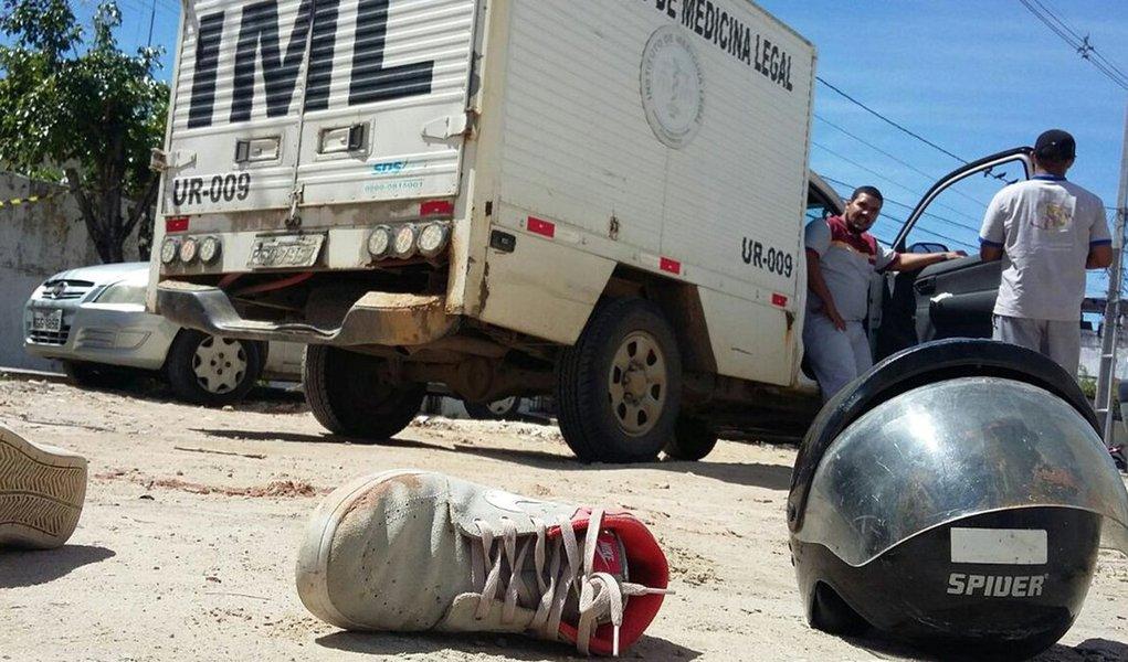 Número extraoficiais apontam que o número de mortes violentas em Pernambuco continuaram em alta no mês de fevereiro; teriam ocorrido 480 mortes violentas, duas a mais do que havia sido registrado em janeiro (478), o mês mais violento da história do Pacto pela Vida