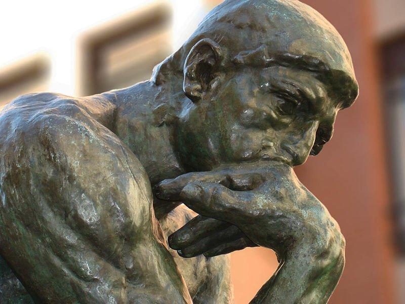 O trabalho de tais pensadores errantes é, sobretudo, árduo, e são muitos os que desistem dessa difícil responsabilidade. É um trabalho que exige a transmutação do pensamento, o desmonte das certezas que, até agora, carregávamos. No fim, exige um estado de questionamento permanente de si e do mundo