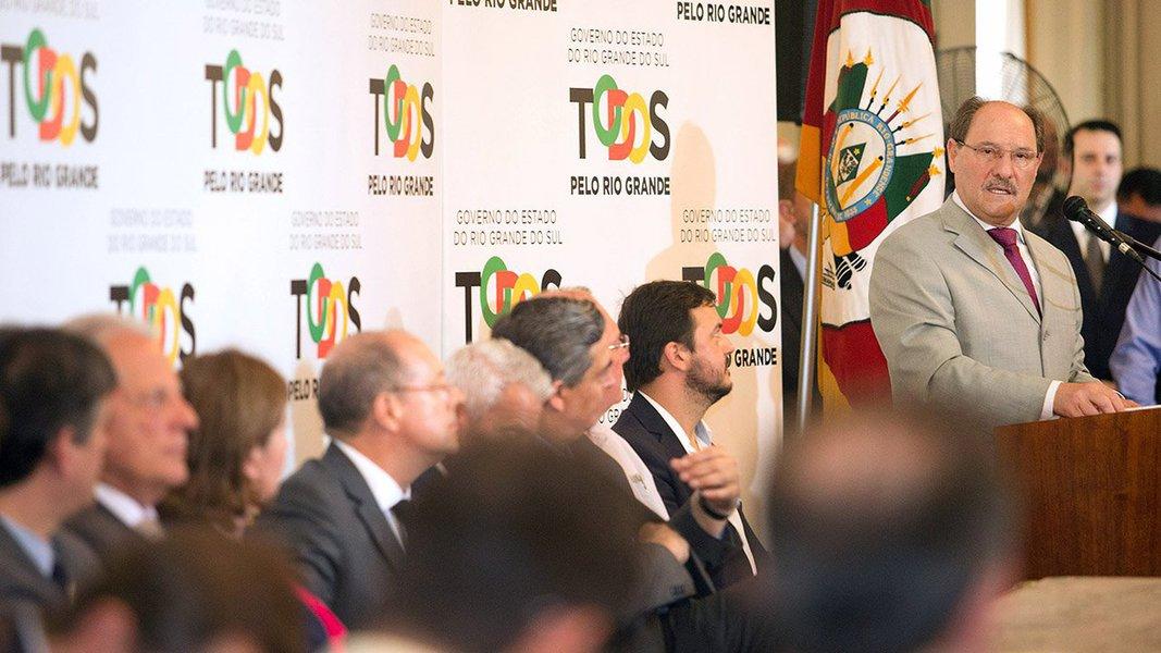 O governador José Ivo Sartori assinou um acordo com para repassar mais R$ 200 milhões a cerca de 50 hospitais filantrópicos, públicos e santas casas do estado; o dinheiro é referente a repasses de incentivos estaduais pendentes; com a transferência, o executivo liquida as dívidas com as instituições que somavam R$ 276 milhões desde 2016; a dívida com mais de 220 hospitais começou a ser paga em janeiro deste ano, priorizando quem presta atendimento pelo SUS; foi feito o repasse total de R$ 76 milhões para 174 instituições