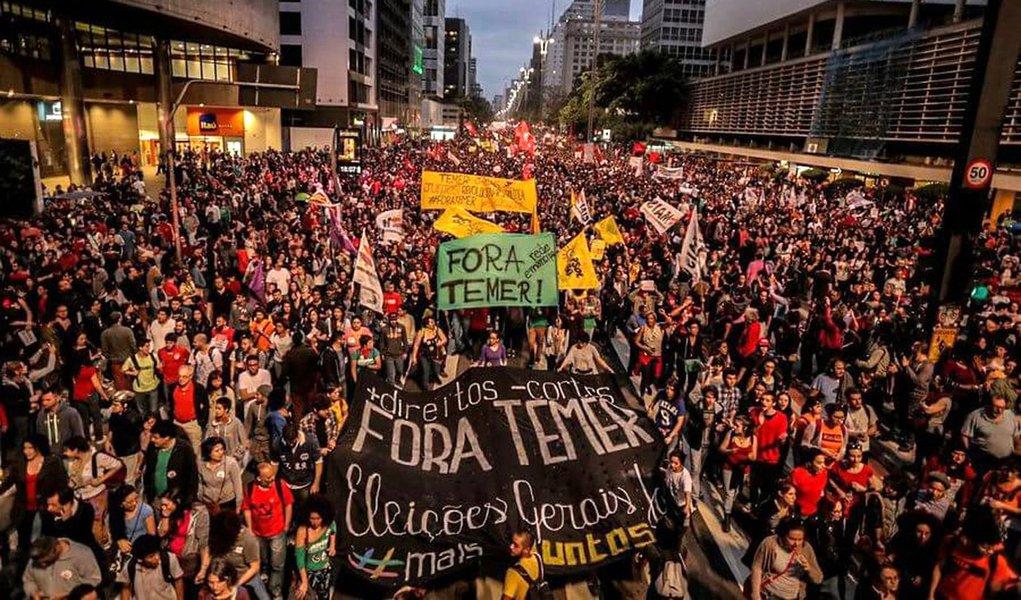 """""""O governo também terá que enfrentar uma onda de mobilizações em março. Na quarta-feira 8, Dia Internacional da Mulher, estão previstas manifestações em todo o País, que serão marcadas por pautas feministas, mas que também terão o """"Fora Temer"""" como um elemento unificador. Uma semana depois, no dia 15, a Central Única dos Trabalhadores promete uma greve geral. E a Força Sindical, do deputado Paulo Pereira da Silva (SD-SP), que integra a base de Temer, também organiza protestos contra a reforma da previdência"""", diz Leonardo Attuch, editor do 247; """"Março será o mês decisivo para saber se a """"pinguela"""" cairá ou se chegará até 2018. Se Temer conseguir atravessar esse período, dificilmente deixará de chegar ao fim do mandato"""""""