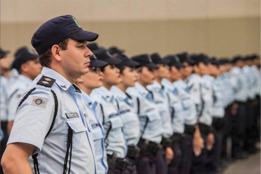 O Ceará terá o reforço de 2.140 profissionais, distribuídos nas 18 Áreas Integradas de Segurança (AIS), durante o período do Carnaval. Serão 2.103 policiais militares, 324 policiais civis, 615 agentes do Corpo de Bombeiros e 36 da Perícia Forense, além de 62 servidores das coordenadorias da SSPDS. A operação, que começa às 18 horas de sexta-feira (24) e se estende até as 6 horas da quarta-feira (1)