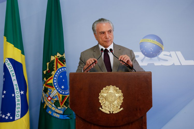 temer tenta se mostrar correto e justo, quando a verdade é que tal indivíduo não faz a mínima ideia do que se trata as duas virtudes que o golpista pensa ter, a exemplo do que fez com Dilma Rousseff€€