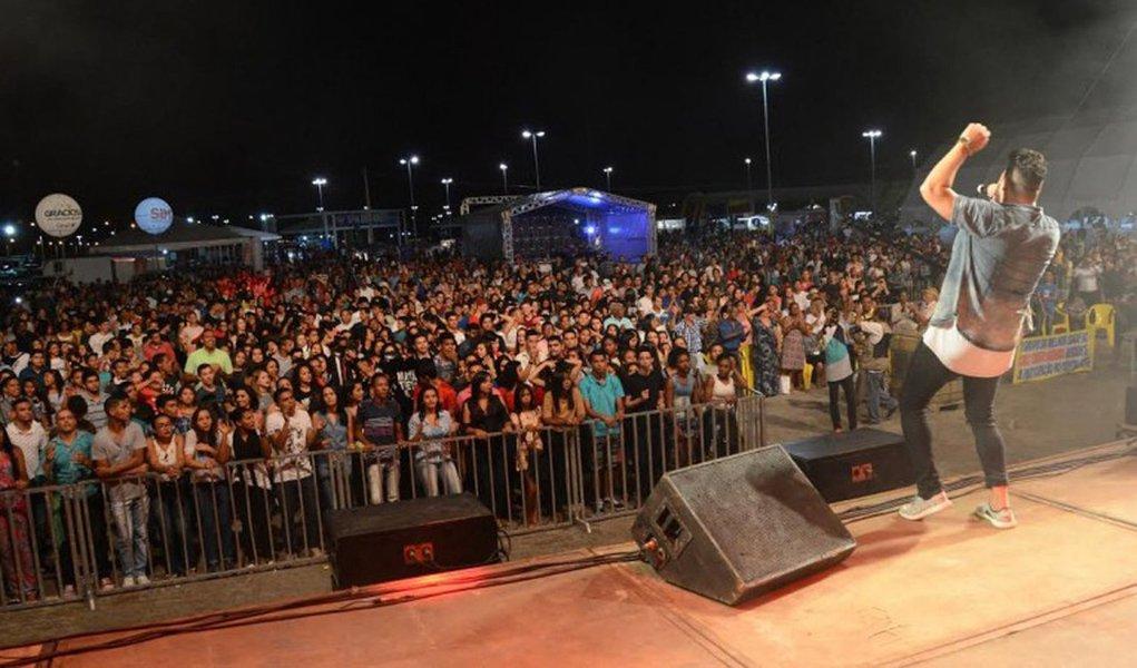 Sem o registro de qualquer ocorrência policial ou tumulto de qualquer natureza, a primeira noite do 'Palmas Capital da fé de 2017' reuniu milhares de pessoas na capital do Tocantins; cinco apresentações – de artistas católicos e evangélicos reconhecidos nacionalmente - emocionaram o publico