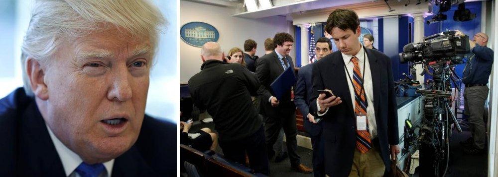 """Em sua postura mais radical contra a imprensa dos Estados Unidos, Donald Trump impediu nesta sexta-feira 24 que jornalistas de vários veículos de imprensa credenciados pela Casa Branca, como do """"New York Times"""", """"Los Angeles Times"""", CNN, BBC e os site """"Politico"""", """"The Hill"""" e """"BuzzFeed"""" participassem da coletiva do secretário de imprensa do governo; outros veículos que não haviam sido banidos fizeram boicote contra as ações da Casa Branca e decidiram não participar"""