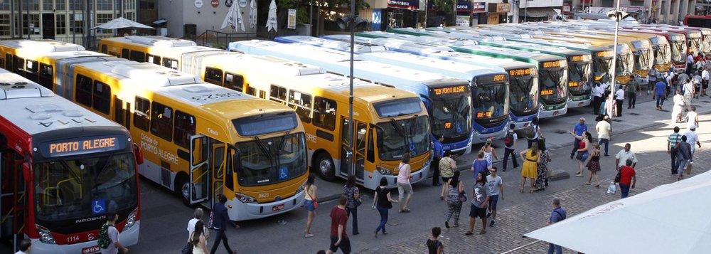 O Sindicato das Empresas de Ônibus da Capital (Seopa) protocolou junto à Empresa Pública de Transporte e Circulação (EPTC) uma proposta de reajuste das passagens de ônibus de Porto Alegre de 13,5%, com o valor saltando dos atuais R$ 3,75 para R$ 4,26; a proposta foi encaminhada após as empresas firmarem acordo com o Sindicato dos Rodoviários (StetPoa) sobre o dissídio da categoria; pelo acordo, motoristas e cobradores terão reajuste de 5,5%, percentual consideravelmente abaixo do incremento no preço da tarifa pedido pelas empresas