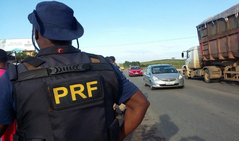 A Polícia Rodoviária Federal registrou nove acidentes nas BRs-101 e 235, em Sergipe; apesar das ocorrências, não houve mortes; já o Instituto Médico Legal (IML) recebeu 22 corpos, dos quais 12 são do sexo masculino e foram vítimas de disparos de arma de fogo; números foram contabilizados de sexta-feira (24) até a madrugada desta segunda-feira (27)