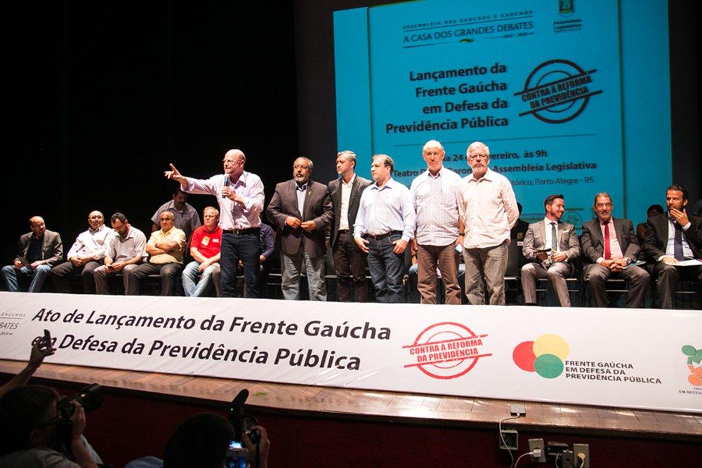 24/02/2017 - PORTO ALEGRE, RS - Lançamento da Frente Gaúcha em Defesa da Previdência Pública, no Teatro Dante Barone. Foto: Maia Rubim/Sul21
