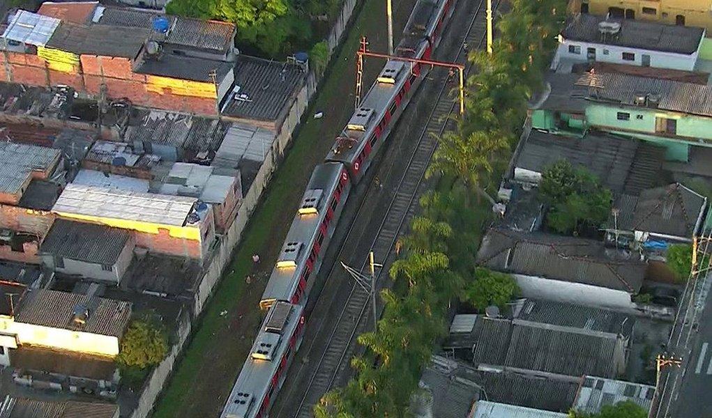 Descarrilamento de um trem da Companhia Paulista de Trens Metropolitanos (CPTM) na linha 12- Safira interrompe a operação em seis estações, entre Calmon Viana e Itaim Paulista, na zona leste de São Paulo; trem que descarrilou às 4h estava sem passageiros; ninguém ficou ferido