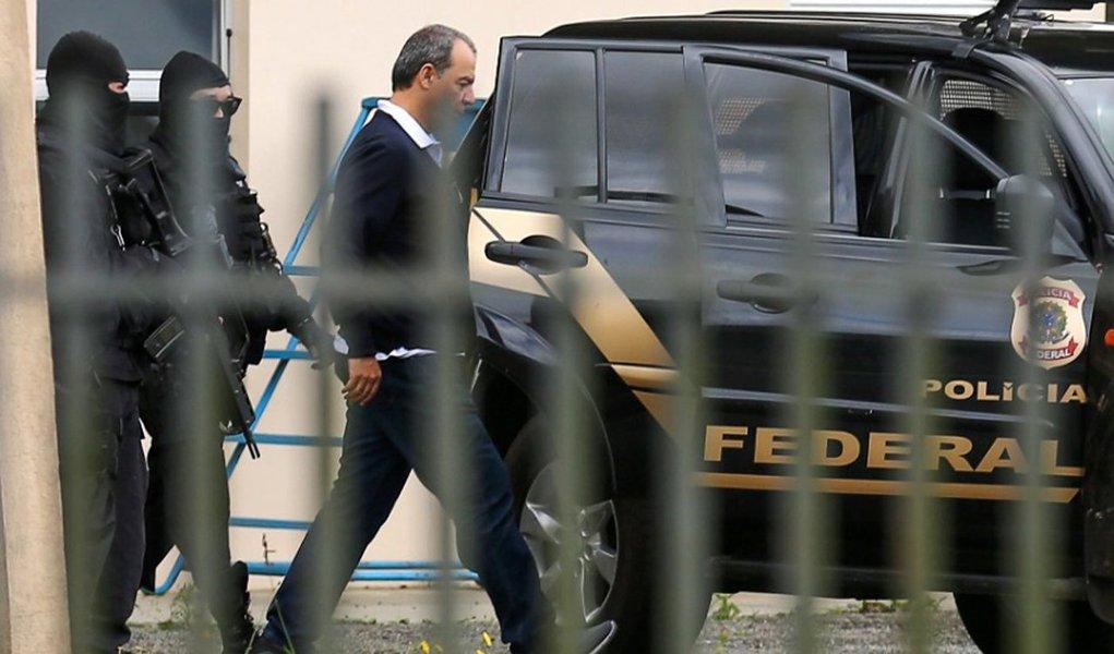 """O TRF 2 negou habeas corpus (HC) pedidos pelos advogados do vice-presidente do Flamengo, Flávio Godinho, e de Thiago de Aragão, que também é advogado; ambos são réus com prisão preventiva decretada, em janeiro, no âmbito da Operação Eficiência; segundo o MPF, devem ser mantidas para a garantia da ordem pública e da instrução do processo criminal e que impediria """"a reiteração de crimes econômicos e atos na tentativa de impedir, embaraçar ou ocultar outros crimes""""; a operação apura esquema usado para ocultar mais de R$ 340 milhões enviados ao exterior em um esquema liderado pelo ex-governador Sérgio Cabral (PMDB), que está preso"""