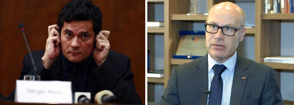 """Seccional paranaense da OAB criticou a medida do juiz Sergio Moro de proibir que as audiências das ações da Lava Jato sejam gravadas pelos advogados das partes;""""Quanto melhor registrado esteja o ato da audiência, há mais segurança para todo mundo. Quando a ata foi pensada, anteriormente, o objetivo era preservar a memória exata do que aconteceu. Se há meios tecnológicos melhores do que um escrevente ao lado do juiz, podemos aprimorar a certeza do que ocorreu"""", disse opresidente da Câmara de Prerrogativas da entidade, Alexandre Quadros, que irá analisar a queixa da defesa do ex-presidente Lula sobre a decisão de Moro"""
