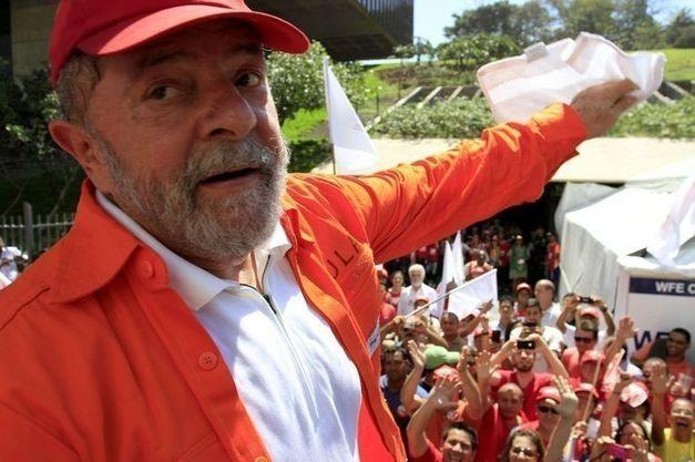 """A música """"Saudade do meu ex"""", da cantora Marília Mendonça, ganhou uma montagem com imagens do ex-presidente Lula, revelando o que muitos brasileiros sentem em relação à diversas mudanças que ocorreram no governo brasileiro; assista"""