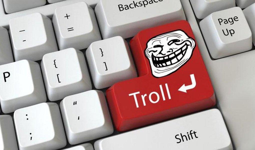 """Google lançou """"Perspectiva"""", uma ferramenta informática baseada na inteligência artificial e que ajudará os meios de comunicação a moderar automaticamente os comentários online, bloqueando as mensagens maliciosas dos """"trolls"""", anunciou o grupo americano; essa API (interface informática), proposta gratuitamente, permite que os editores criem programas que detectarão as mensagens """"tóxicas"""" antes de sua publicação, determinando eles mesmos o nível de tolerância"""