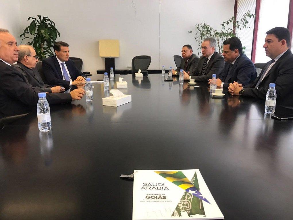 Governador Marconi Perillo deu início nesta quarta-feira (1º), em Riade, à segunda etapa da Missão Comercial do Governo de Goiás ao Oriente Médio; primeiro compromisso da agenda de trabalho do governador e da delegação de autoridades e empresários foi na multinacional de energia ABB, para a prospecção de investimentos e parcerias visando a transferência de tecnologia; agenda de trabalho na Arábia Saudita inclui ainda reunião de trabalho do governador e da delegação em um dos fundos soberanos do País; ABB é uma gigante mundial do setor de energia, com negócios em mais de 100 países