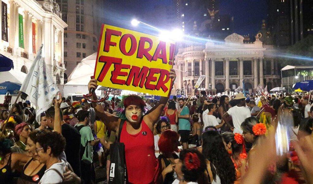 """""""Ao deixar para noticiar o Carnaval do Fora Temer no último dia, a Globo manipulou os efeitos que a notícia poderia gerar se fosse dada no tempo jornalisticamente correto: quando os fatos começaram a ocorrer"""", diz o jornalista Joaquim de Carvalho, em reportagem publicada no DCM"""