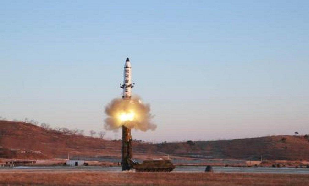 Teste de míssil balístico de médio a longo alcance em Pyongyang em fotografia divulgada pela agência de notícias estatal da Coreia do Norte. 13/02/2017 KCNA/Handout via Reuters