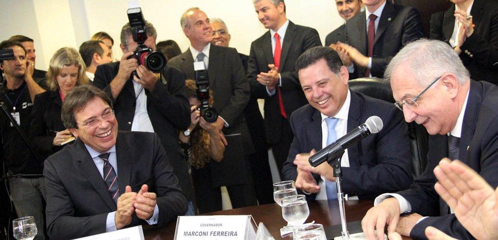 """O Governo de Goiás e a Enel Brasil S.A selaram nesta terça-feira a privatização da Celg;Diretor global de Infraestrutura e Rede da Enel, Livio Gallo afirmou que o objetivo da empresa é transformar a Celg na distribuidora de energia """"número Um"""" do País;""""Estamos aplicando no Brasil as mais avançadas técnicas de automação de rede de distribuição para melhorar a qualidade dos serviços prestados. Em Goiás, identificamos uma grande oportunidade de crescimento e patamares acima da média nacional"""", disse"""